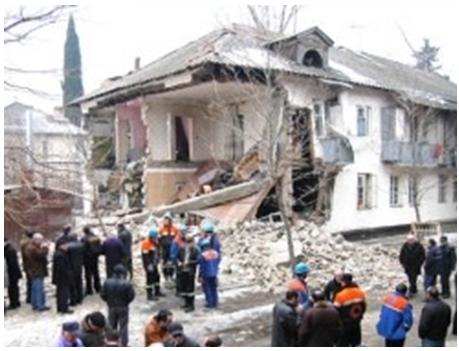 Obrushenie_nesushhix_konstrukcij_2-etazhnogo_zhilogo_doma_v_Tbilisi
